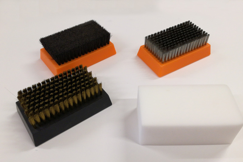 Brushes for cleaning operation of aniloxes and cliches